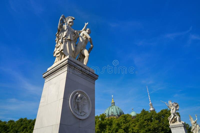 Статуи моста Берлина Schlossbrucke в Германии стоковая фотография rf