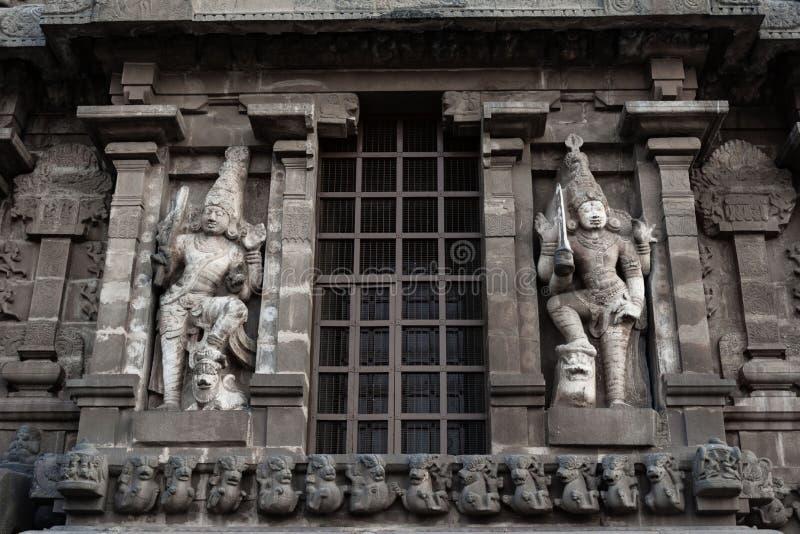 Статуи на стене виска - виске Thanjavur большом стоковая фотография