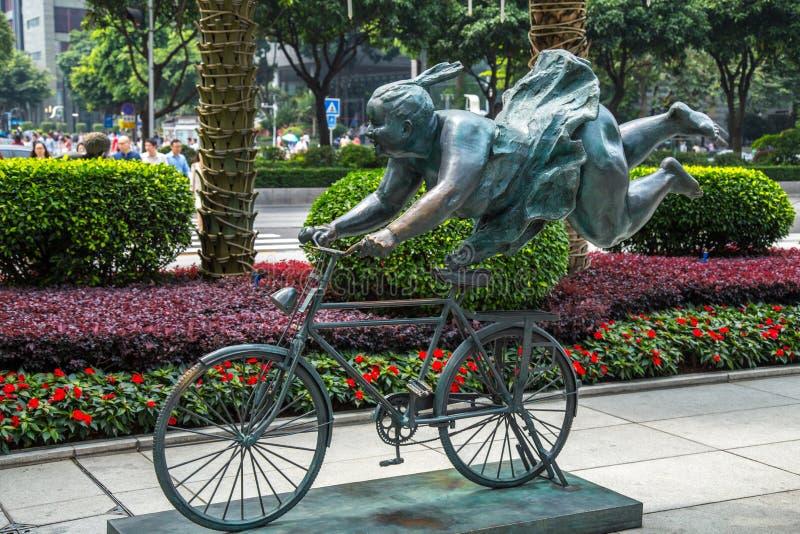 Статуи на улицах рекламы городка Гуанчжоу Pearl River новой центризуют стоковые изображения