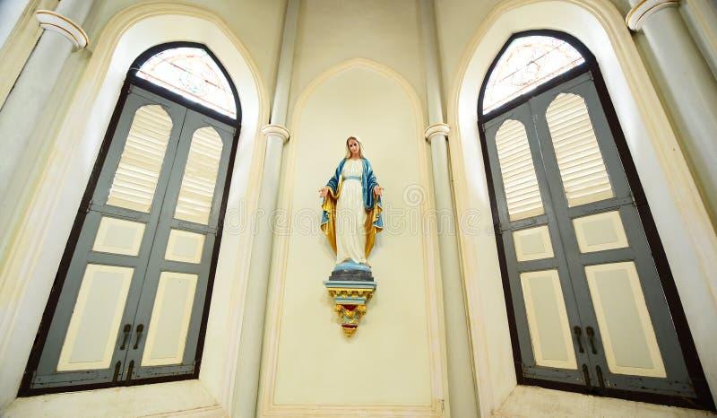 Статуи святых женщин в римском стоковые фото