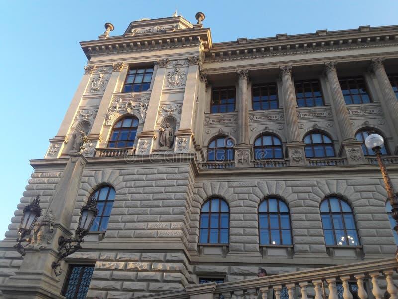 Статуи старого ренессанса Лондона демократии здания парламента готические piedestal в deathes статуи ткачей ossuary Праги готичес стоковое фото rf