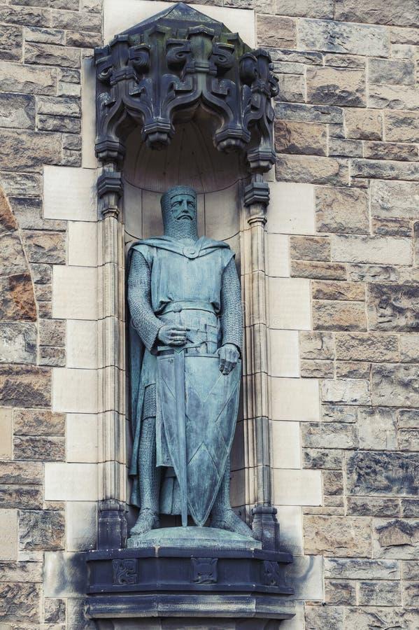 Статуи Уильям Уоллес Александром Carrick на сторожке замка Эдинбурга, Шотландии, Великобритании стоковые изображения