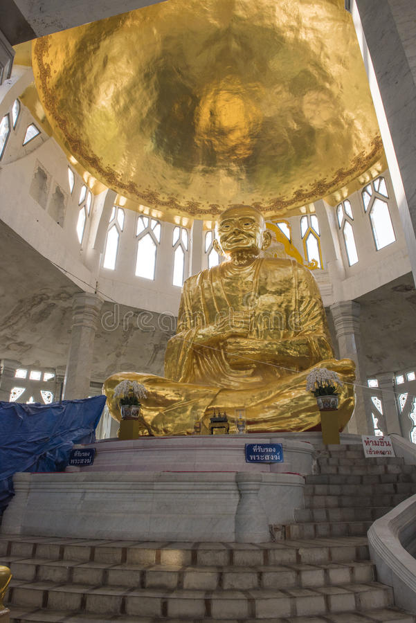 статуя ฺBronze Luang Pho Радиация выпускного вечера стоковые фото