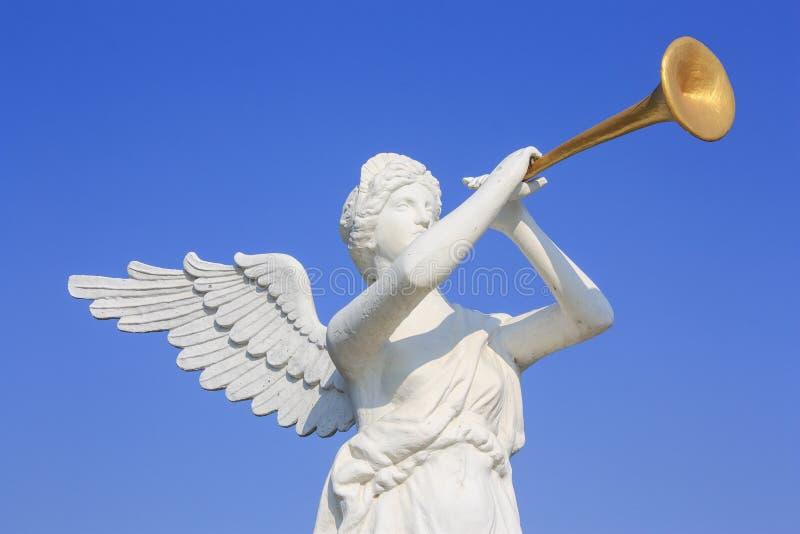 Download Статуя ангела стоковое изображение. изображение насчитывающей скульптура - 28602047