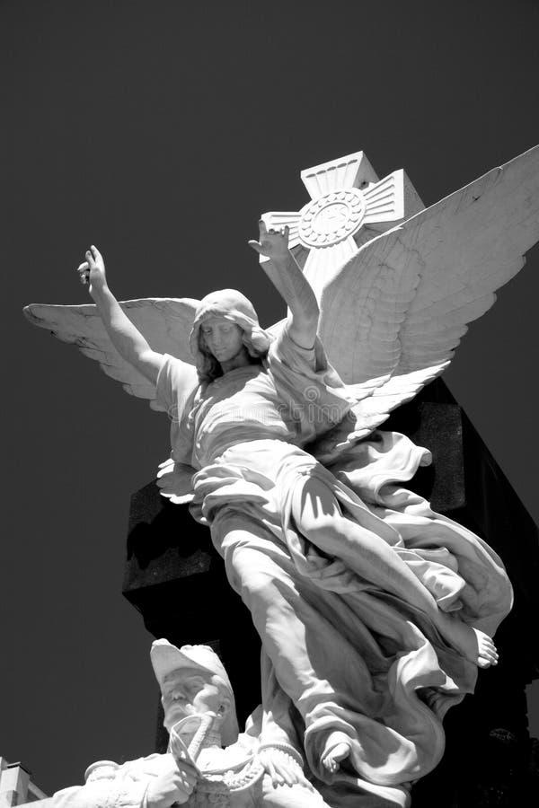 Статуя ангела в кладбище стоковые изображения rf