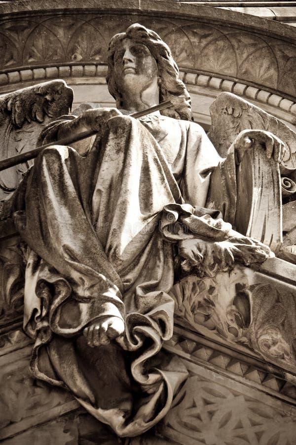 Статуя ангела в кладбище стоковые фотографии rf