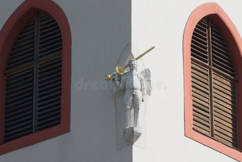 Статуя ангела детали церков с шпагой, Svaty sv vaclav стоковые фотографии rf