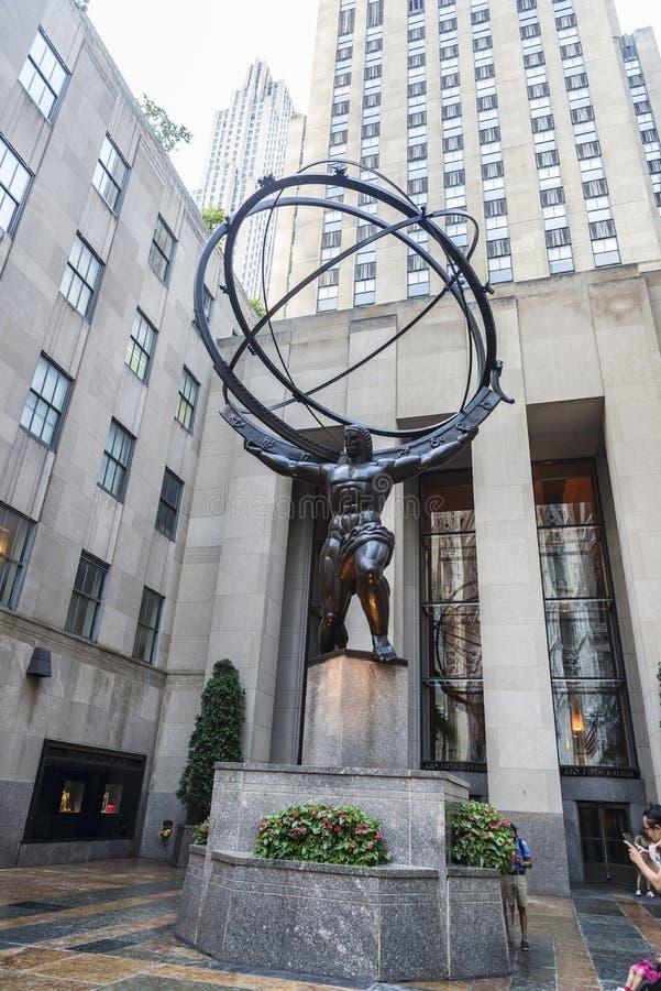 Статуя атласа в центре Рокефеллер, Манхэттене, Нью-Йорке, США стоковые фото
