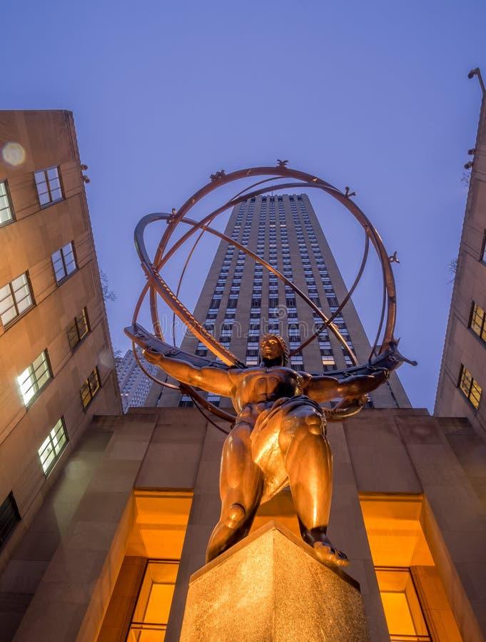Статуя атласа в центре Рокефеллер стоковое изображение rf