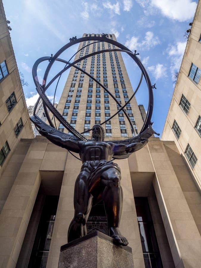 Статуя атласа в центре Рокефеллер стоковые фотографии rf