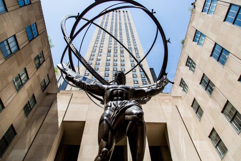 Статуя атласа на Пятом авеню стоковые фотографии rf
