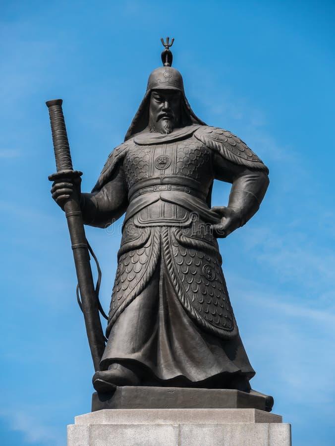 Статуя адмирала Yi Sun Sin стоковые изображения rf
