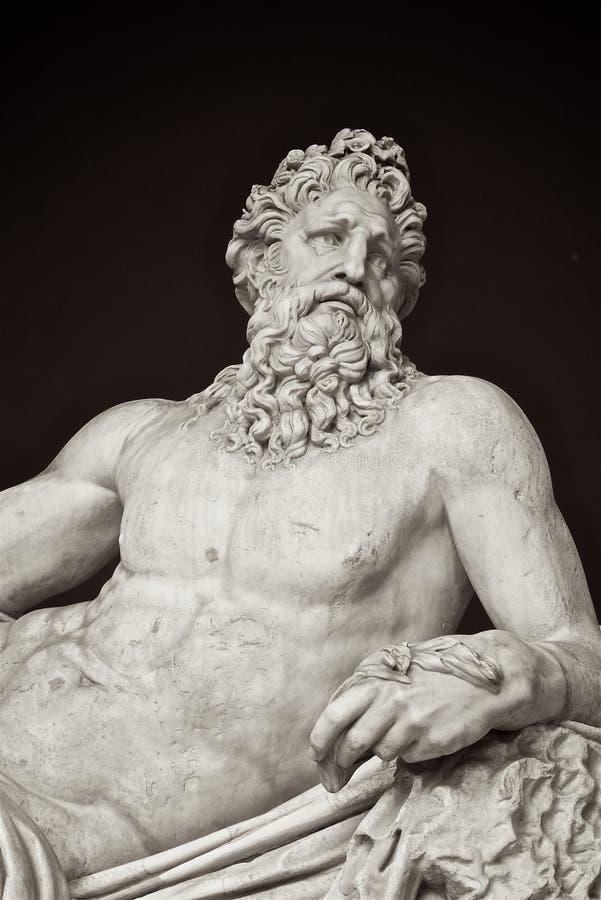 Статуя бога Тибра реки на музее Ватикана стоковые изображения