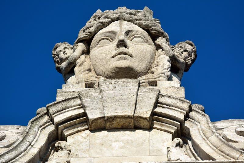 Статуя богини Lipsia города покрывая новое здание Neues Rathaus ратуши в Лейпциге стоковое изображение rf