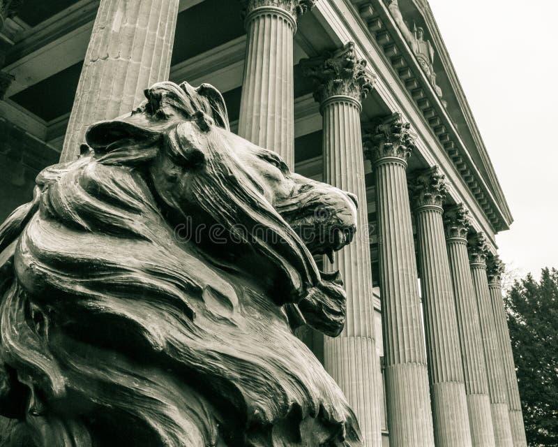 Статуя Бристоль льва стоковое изображение rf