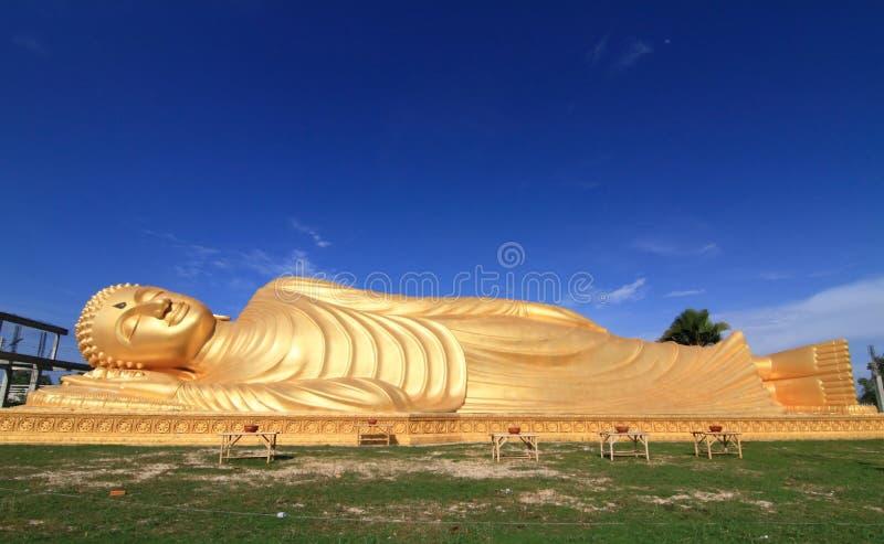 статуя Будды возлежа стоковая фотография rf