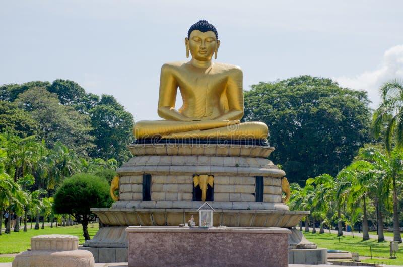 Статуя Будды в парке Коломбо Шри-Ланка Viharamahadevi стоковое фото rf