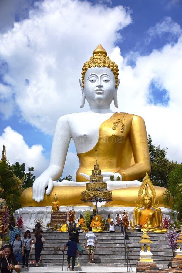 Статуя Будды в Wat Phra которое Doi Kham, Chiangmai, Таиланд стоковое изображение rf