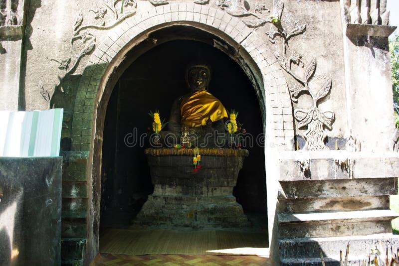 Статуя Будды в Wat Phra которое Kong Khao Noi в Yasothon, Thaila стоковое фото rf