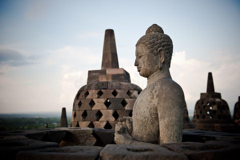 Статуя Будды на виске Borobudur, Java, Индонесии стоковое фото rf