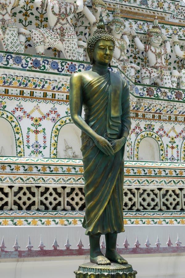Статуя Будды на виске Wat Arun в Бангкоке стоковые фото