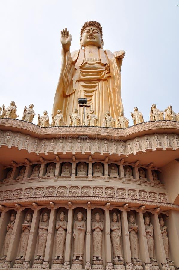 статуя Будды стоящая стоковое фото rf