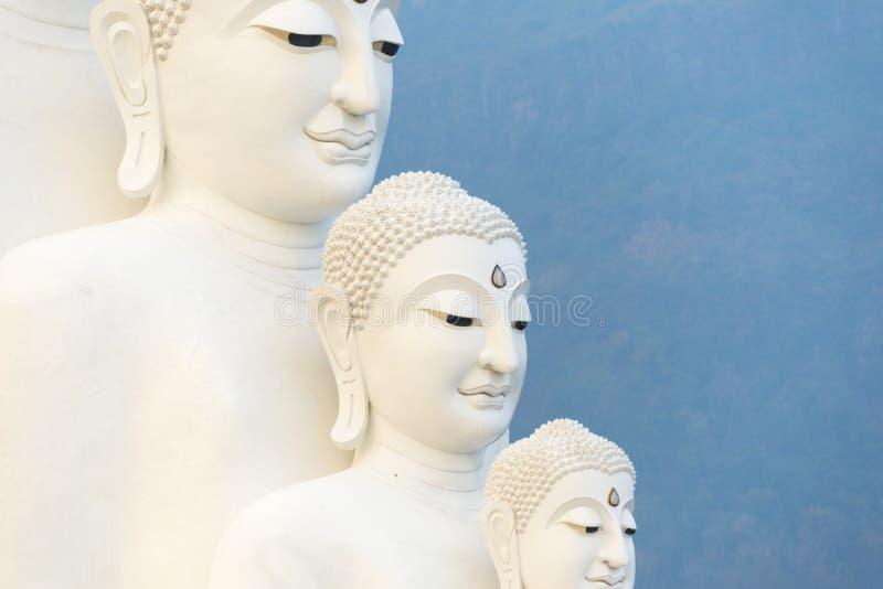 Статуя 5 Будда на виске Wat Phasornkaew, Таиланде стоковые фотографии rf