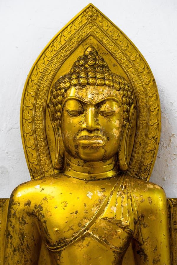 Статуя Будды портрета золота стоковые фотографии rf