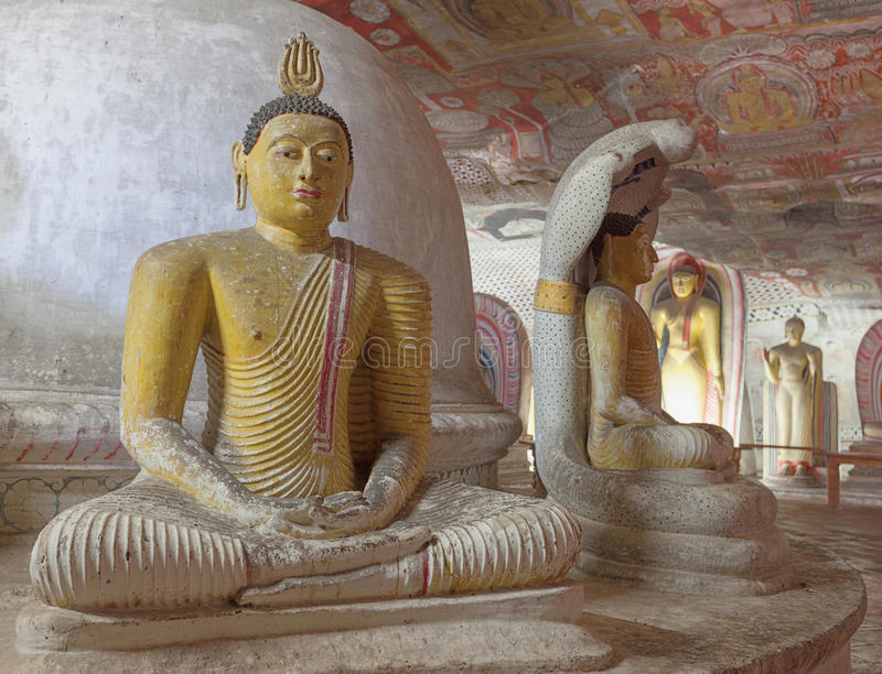 Статуя Будды сидя на троне стоковое фото rf