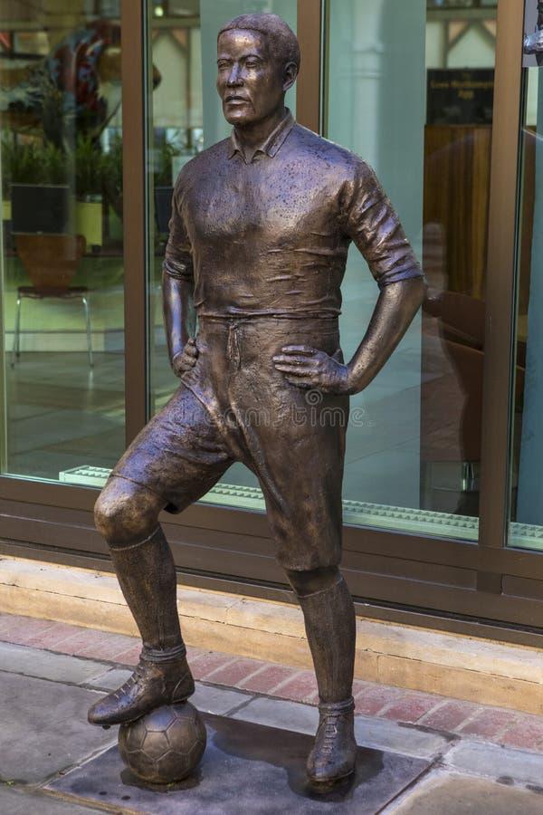 Статуя Вальтер Tull в Нортгемптоне стоковые фотографии rf