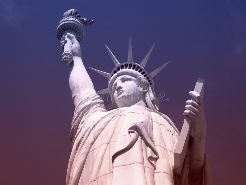 Download статуя вольности стоковое изображение. изображение насчитывающей гавань - 291635