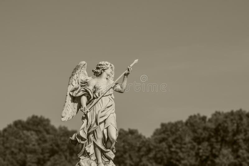 Статуя в Рим Европейская концепция перемещения с римской архитектурой стоковое фото rf