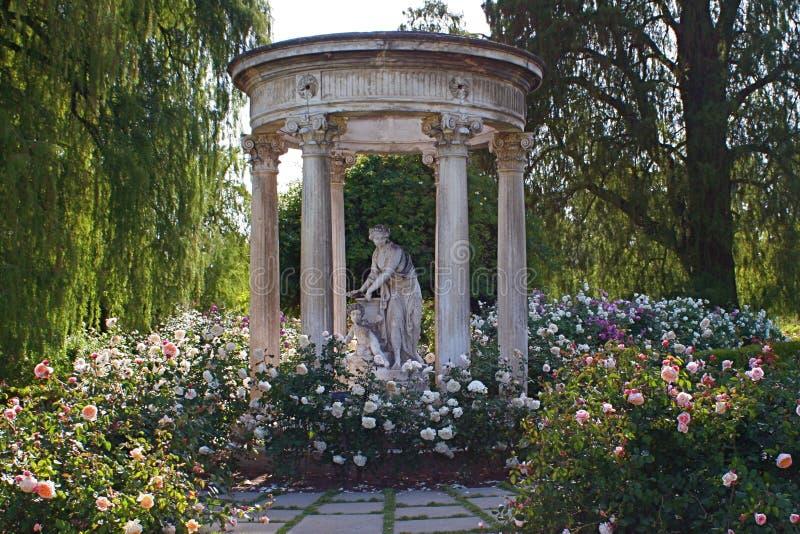 Статуя в розарии на библиотеке и садах Huntington стоковое изображение rf