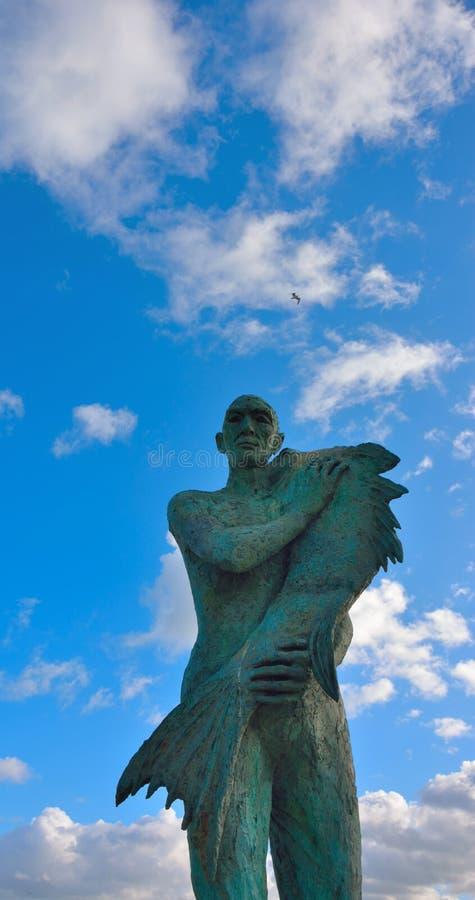 Статуя в сером камне гордого матроса стоковая фотография rf