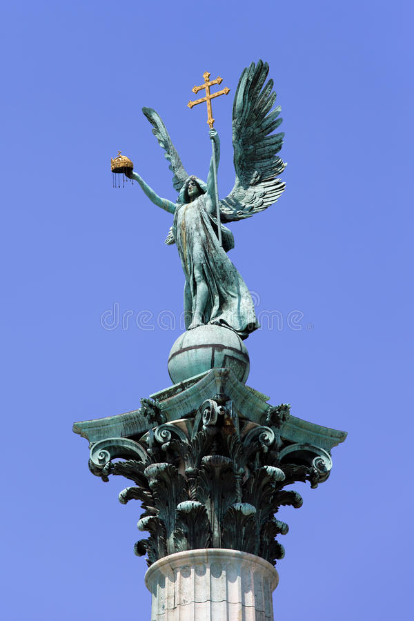 Статуя Габриэль Archangel в Будапешт стоковая фотография