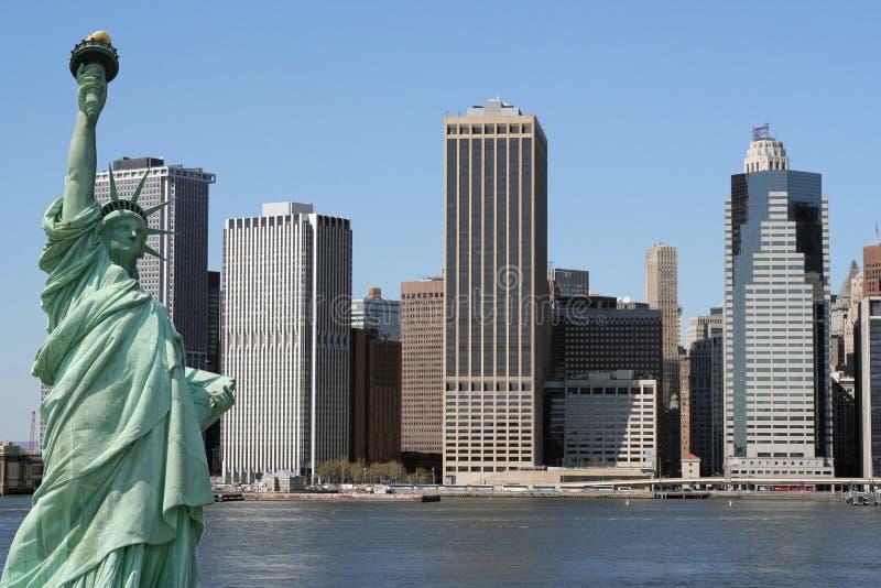 статуя горизонта nyc manhattan вольности стоковое фото rf