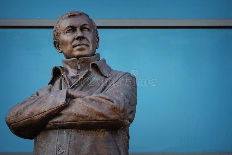 Статуя господина Алекса Ferguson Бронзы на старом стадионе Trafford в Манчестере, Великобритании стоковые изображения
