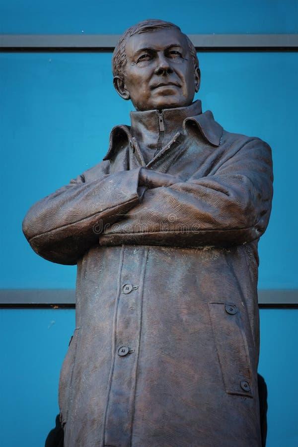 Статуя господина Алекса Ferguson Бронзы на старом стадионе Trafford в Манчестере, Великобритании стоковые изображения rf