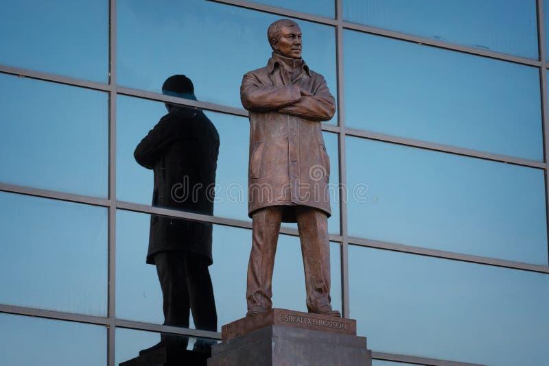 Статуя господина Алекса Ferguson Бронзы на старом стадионе Trafford в Манчестере, Великобритании стоковое изображение rf