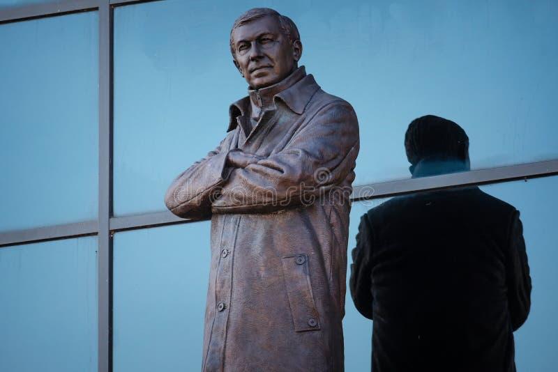 Статуя господина Алекса Ferguson Бронзы на старом стадионе Trafford в Манчестере, Великобритании стоковая фотография