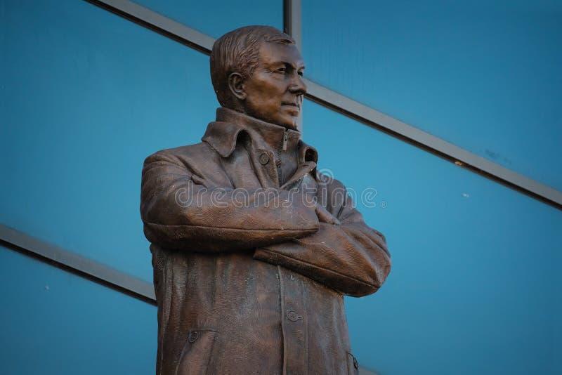 Статуя господина Алекса Ferguson Бронзы на старом стадионе Trafford в Манчестере, Великобритании стоковые фото