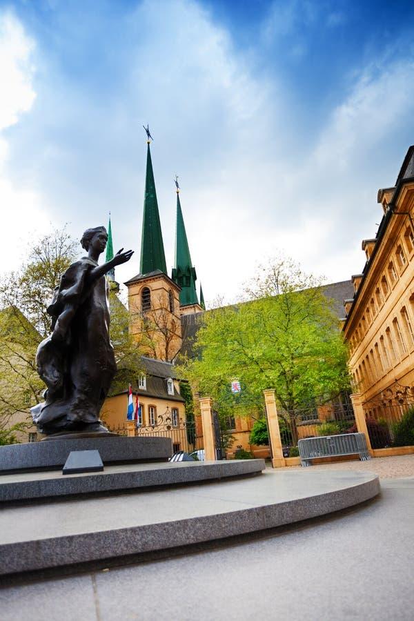 Статуя грандиозного Duchess Шарлотты в Люксембурге стоковые фотографии rf