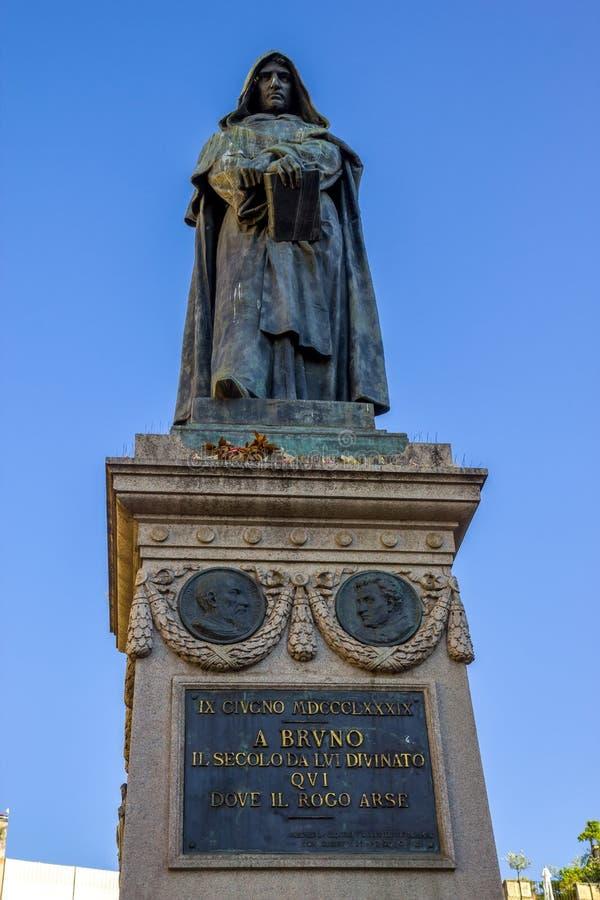 Статуя Джордано Bruno в квадрате Campo Dei Fiori, Риме стоковое фото rf