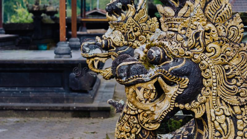 Статуя дракона в виске Pura Besakih в острове Бали, Индонезии стоковые изображения rf