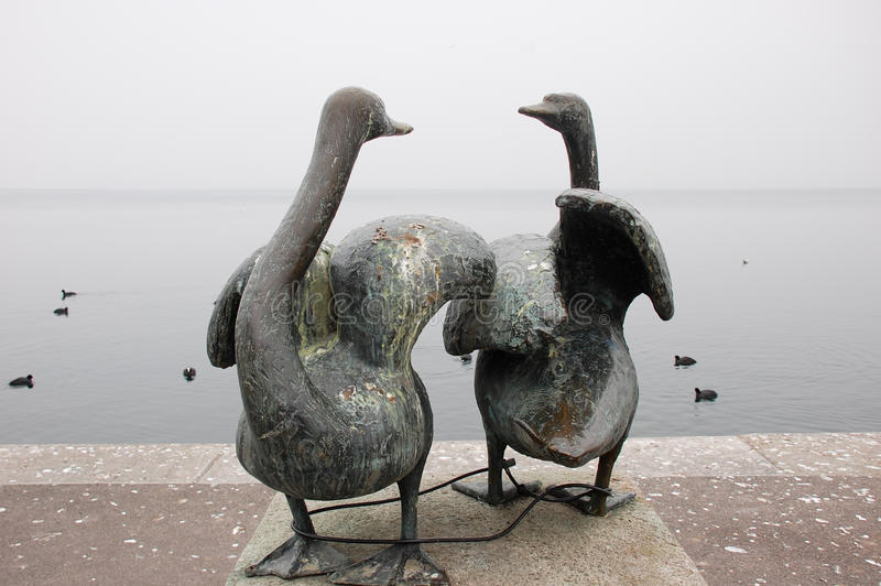 Статуя лебедя в Zug стоковые изображения