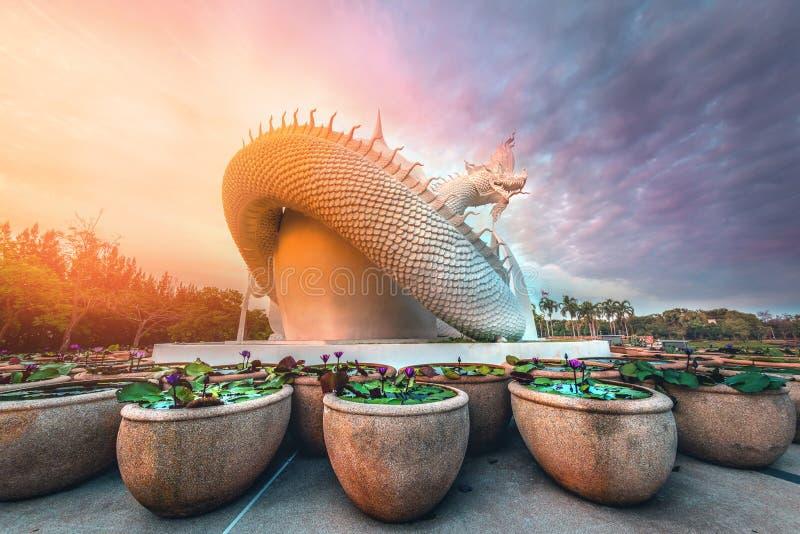 Статуя змеи Наги в провинции Сакон Нахон Таиланд стоковое изображение