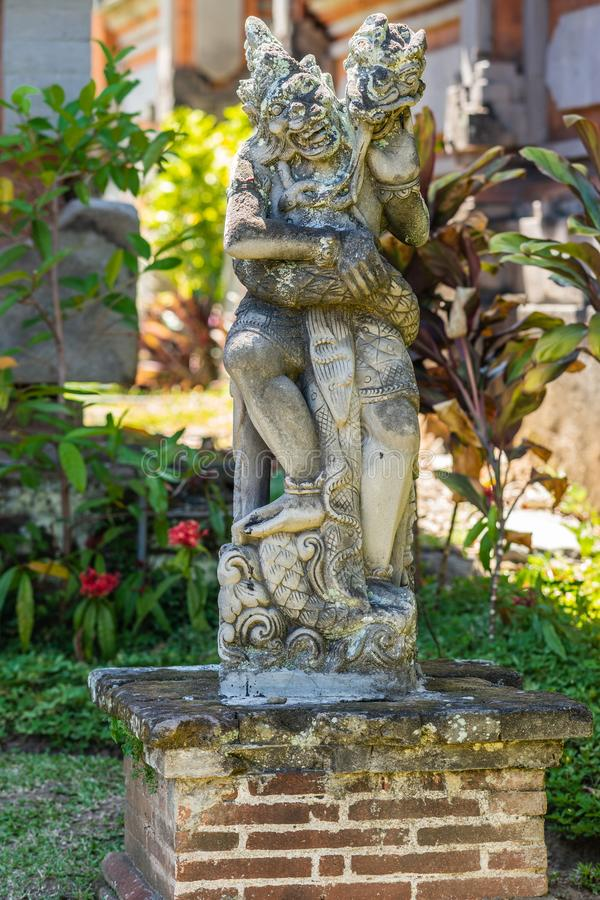 Статуя змейки и чудовища на королевском дворце, Klungkung Бали Индонезии стоковое фото rf