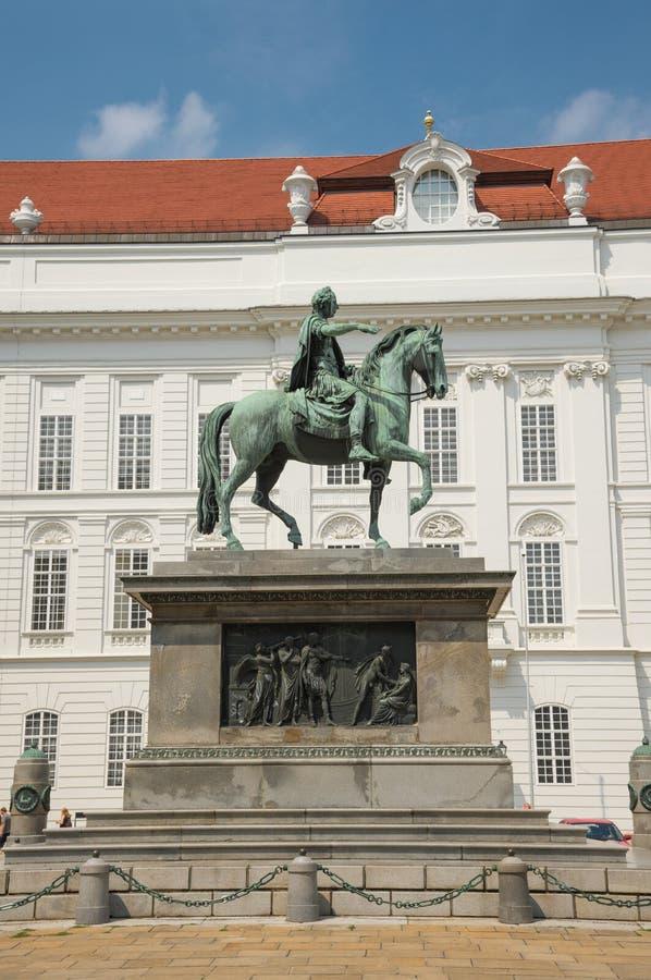Статуя императора Иосиф II в дворце Hofburg - вене стоковое изображение