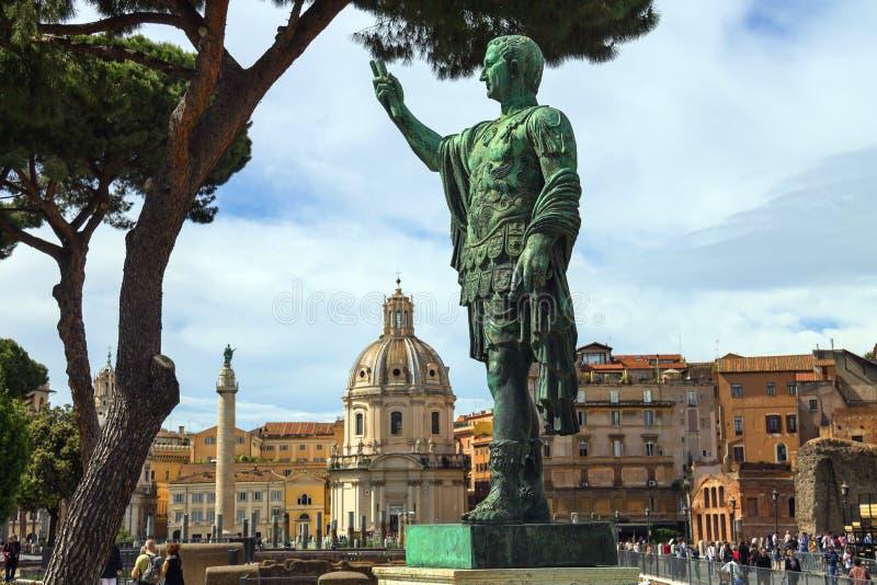 Статуя императора Маркуса Нервы в Риме, Италии стоковое изображение