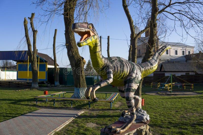 Статуя динозавра стоковое изображение rf